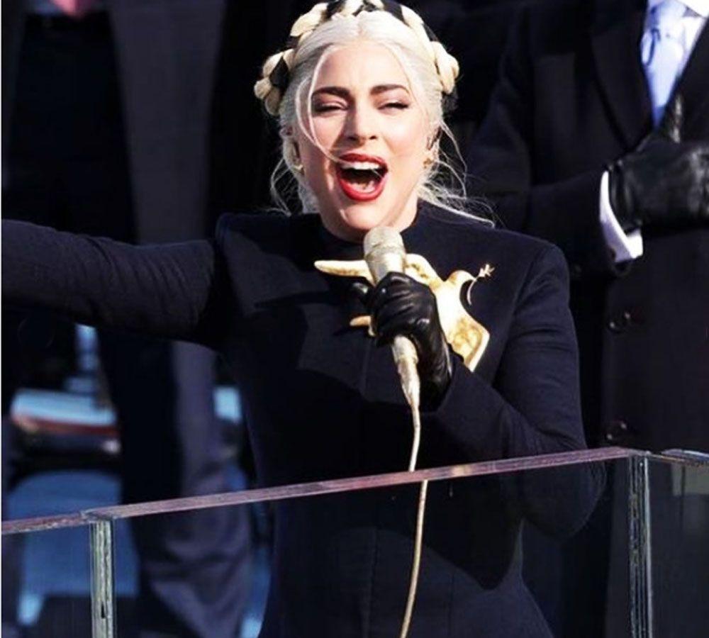 Lady Gaga: Ο συμβολισμός της εμφάνισής της στην ορκωμοσία του Joe Biden [pics]