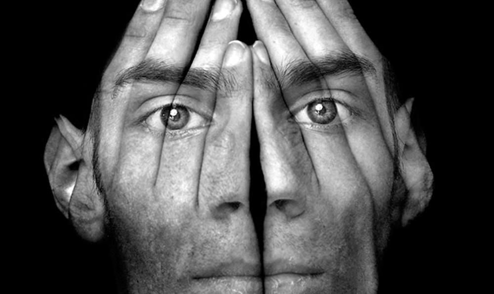Ποιος φοβάται τον καθρέφτη – Η απειλή της δυσμορφοφοβίας