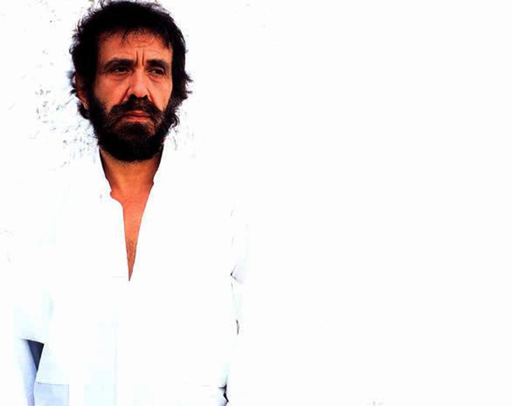 Αντώνης Καλογιάννης: Πέθανε ο τραγουδιστής του έρωτα