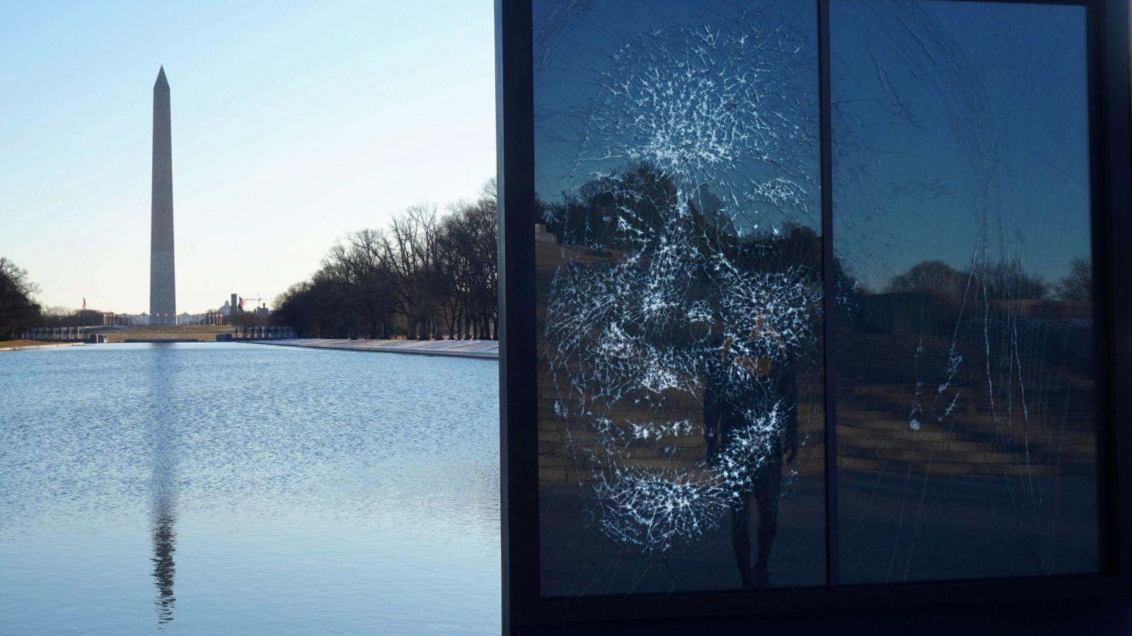 Kamala Harris: Το διάσημο πορτρέτο της από θρυμματισμένο γυαλί είναι ένα μήνυμα για την ισότητα