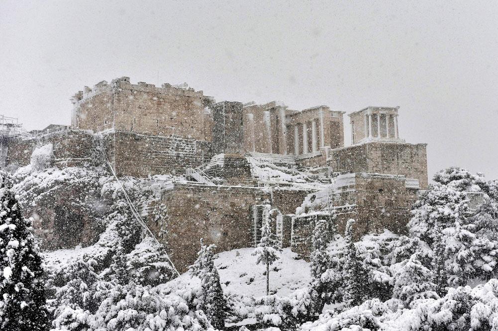 Κακοκαιρία Μήδεια: Η χιονισμένη Ακρόπολη πανέμορφη από ψηλά [vid]