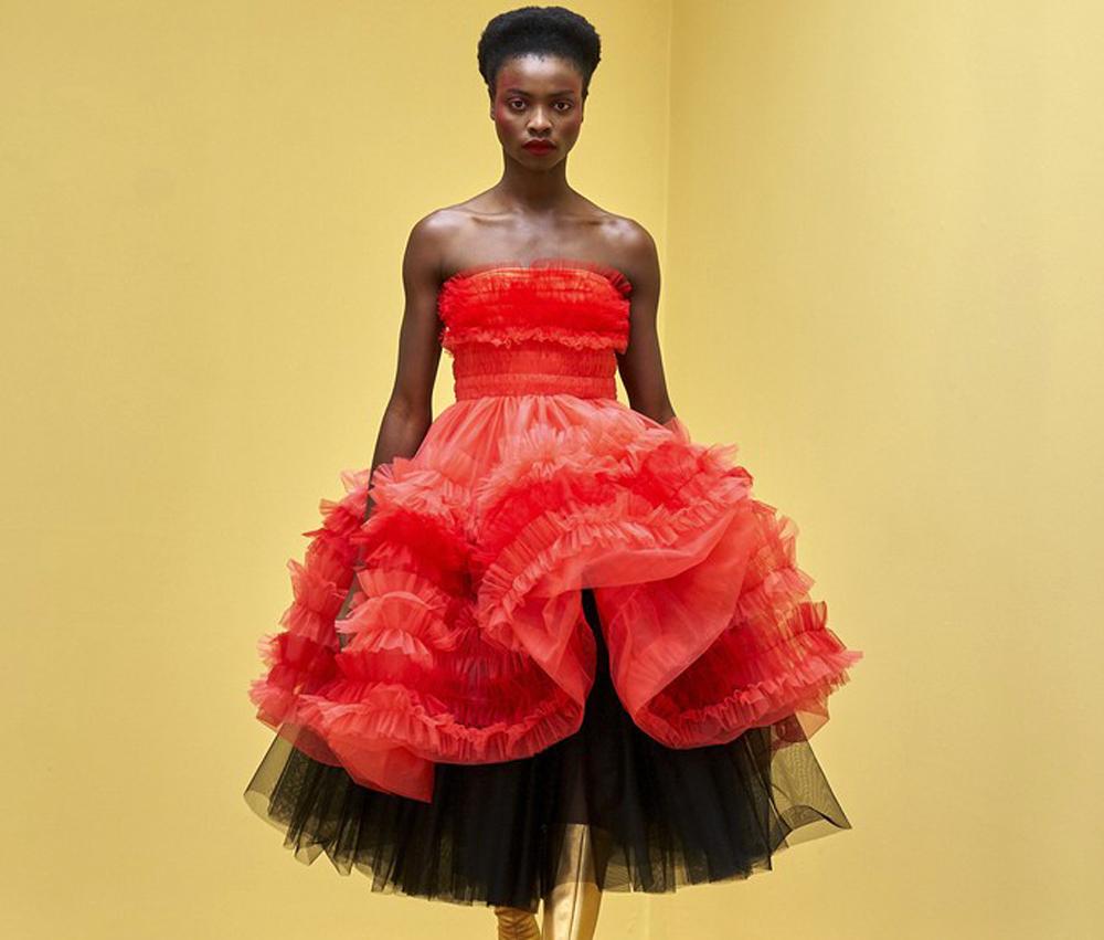 Τα υπέροχα τούλινα φορέματα της Molly Goddard