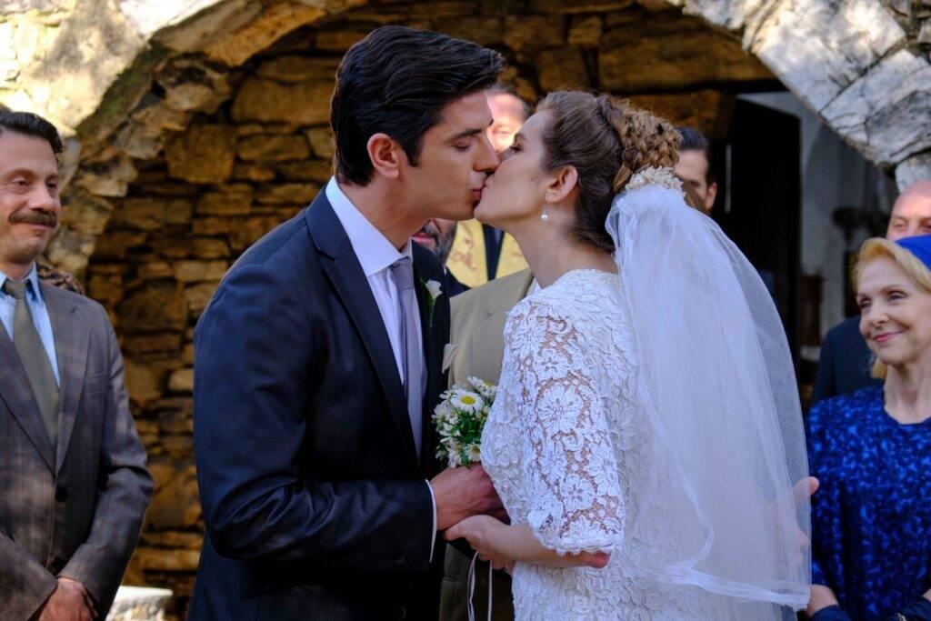Άγριες Μέλισσες: Ο γάμος της χρονιάς – Ελένη και Λάμπρος σε φωτογραφίες [pics]